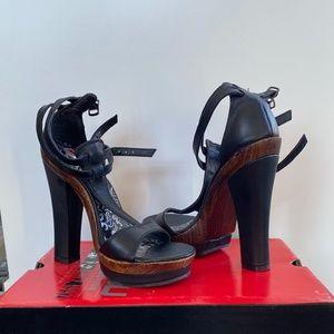 Two Lips heels